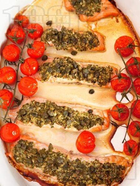 Сьомга с песто и чери домати на фурна - снимка на рецептата